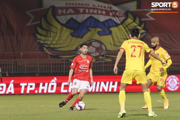 Cầu thủ Việt kiều Lee Nguyễn ra mắt chưa trọn vẹn - Ảnh 9.
