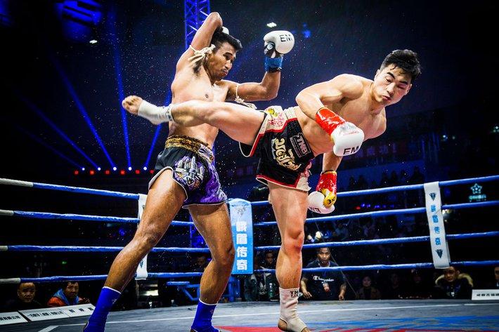 """Võ sĩ Muay Thái có cú đá """"chết người"""" và trận tỷ thí khiến cao thủ Thiếu Lâm phải xin thua - Ảnh 1."""