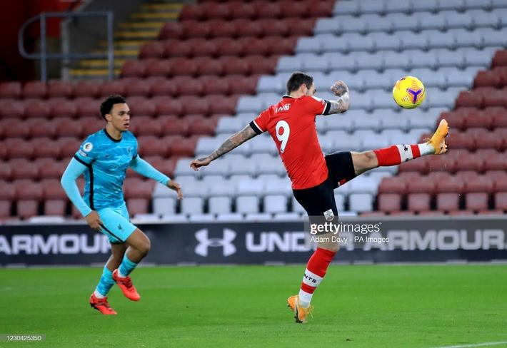 Thua sốc Southampton, Liverpool trao cơ hội đoạt ngôi đầu Premier League vào tay Man United - Ảnh 1.
