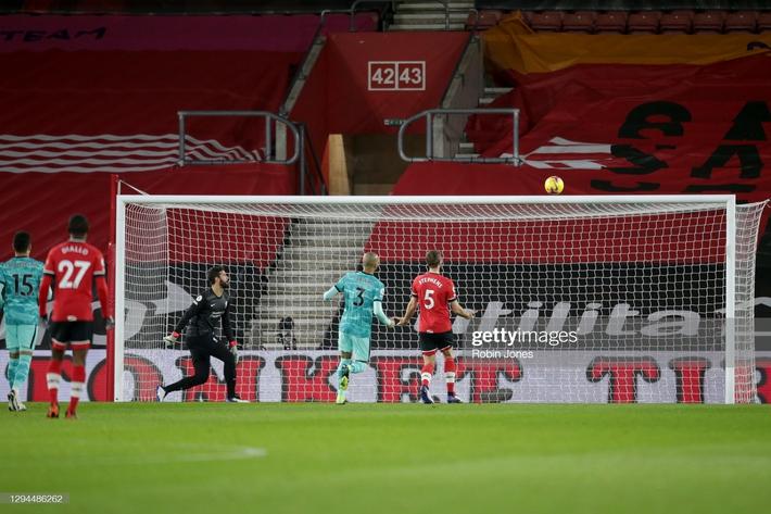 Thua sốc Southampton, Liverpool trao cơ hội đoạt ngôi đầu Premier League vào tay Man United - Ảnh 2.