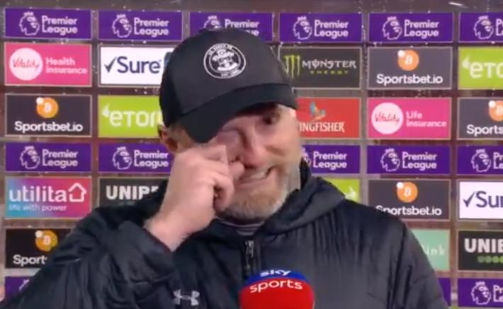Hạ gục Liverpool, HLV Southampton quỳ xuống khóc nức nở và pha bẻ lái sau đó của ông khiến tất cả phải bật cười - Ảnh 6.