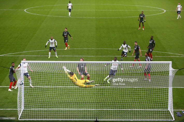 Son Heung-min ghi bàn sau pha tốc biến, Mourinho ngạo nghễ thách thức thành Manchester - Ảnh 1.