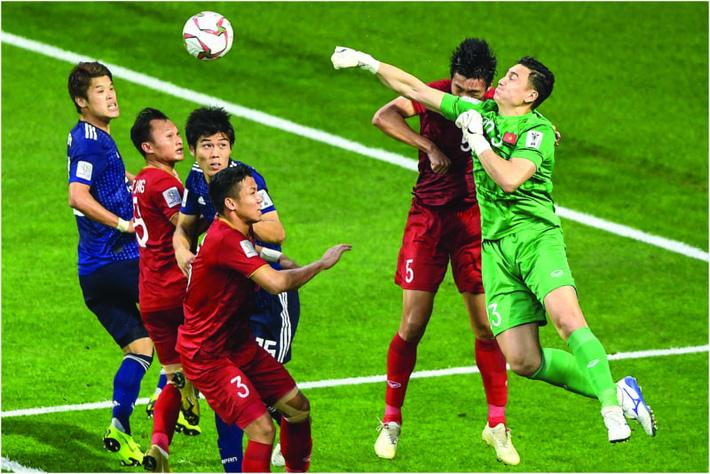 NÓNG: CLB hàng đầu Nhật Bản muốn mua Đặng Văn Lâm, sẵn sàng chi đậm để thuyết phục Muangthong - Ảnh 1.