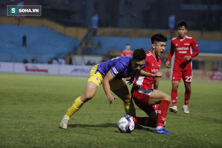 HLV Viettel khẳng định bóng chạm tay hậu vệ Hà Nội FC, nhưng nói lời bất ngờ về trọng tài - Ảnh 2.