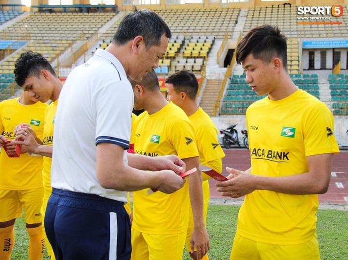 Các đội bóng V.League bắt đầu hội quân, tập khai xuân sau kỳ nghỉ Tết - Ảnh 1.