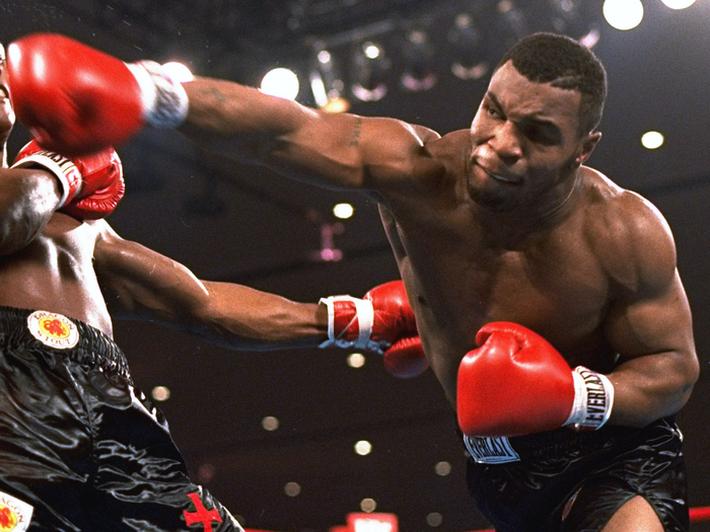 Huyền thoại Trung Quốc được xếp cao hơn Mike Tyson trong top 4 võ sĩ mạnh nhất thế giới - Ảnh 3.