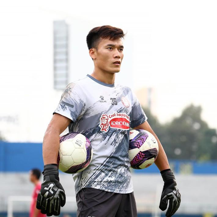 Bùi Tiến Dũng sắm siêu xe, Văn Lâm sang Nhật Bản & định kiến nghiệt ngã của bóng đá Việt - Ảnh 6.