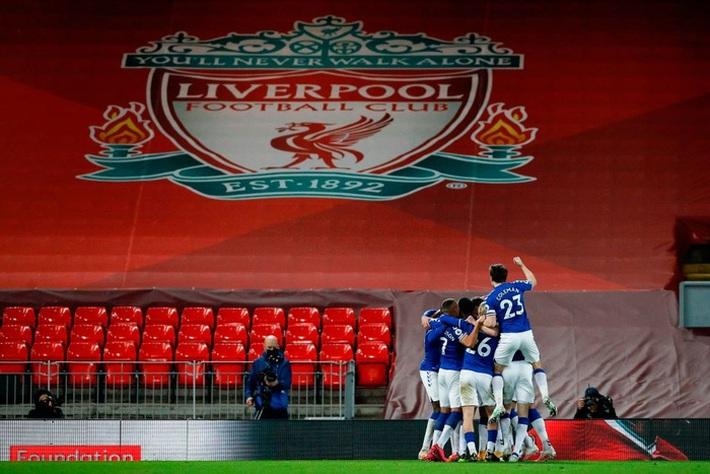 Thua trắng đại kình địch, Liverpool tái lập thảm họa trên sân nhà sau 98 năm - Ảnh 1.