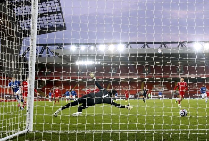 Thua trắng đại kình địch, Liverpool tái lập thảm họa trên sân nhà sau 98 năm - Ảnh 3.