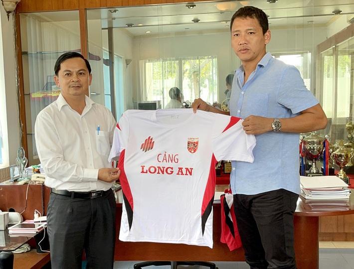 Chiêu mộ lão tướng Anh Đức, CLB ĐTLA đặt tham vọng lên V-League năm 2023 - Ảnh 1.