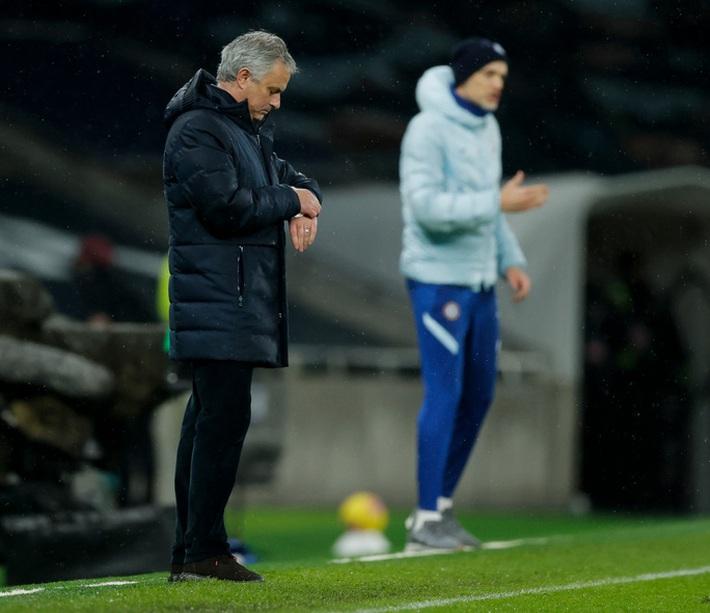 Jose Mourinho, Jurgen Klopp hồi hộp chờ nhận trát sa thải - Ảnh 2.