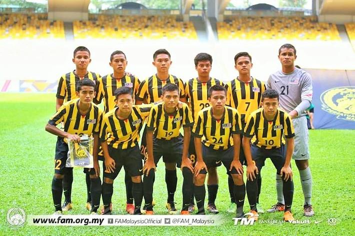 Malaysia chơi lớn, biệt phái 15 cầu thủ đến đội bóng của Đặng Văn Lâm - Ảnh 1.