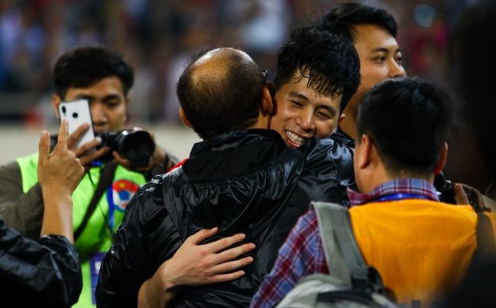 Trước nguy cơ đáng lo, bóng đá Việt có gì để giữ chân thầy Park? - Ảnh 1.