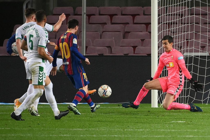 Messi tỏa sáng giúp Barca gỡ thế bế tắc trước đội áp chót La Liga - Ảnh 7.