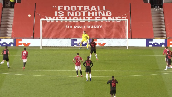 Man United át vía thánh đá penalty; Arsenal giành vé bằng màn lội ngược dòng nghẹt thở - Ảnh 2.