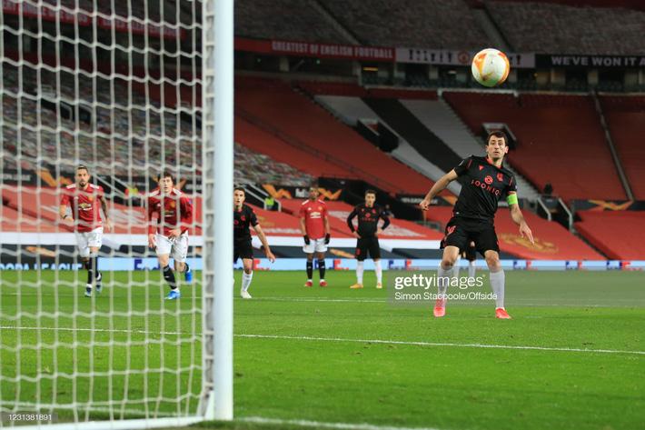 Man United át vía thánh đá penalty; Arsenal giành vé bằng màn lội ngược dòng nghẹt thở - Ảnh 1.