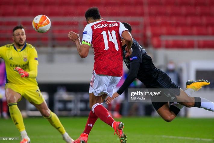 Man United át vía thánh đá penalty; Arsenal giành vé bằng màn lội ngược dòng nghẹt thở - Ảnh 3.