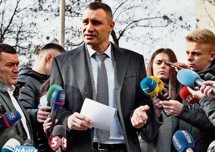 Kỷ nguyên đen tối của anh em Klitschko & cáo buộc làm hung thần đòi nợ thuê cho trùm mafia - Ảnh 2.