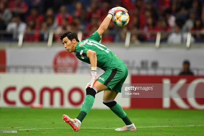 Đội bóng của Văn Lâm gặp vận may, thắng dễ đối thủ khó chơi trong ngày khai màn J1 League - Ảnh 1.