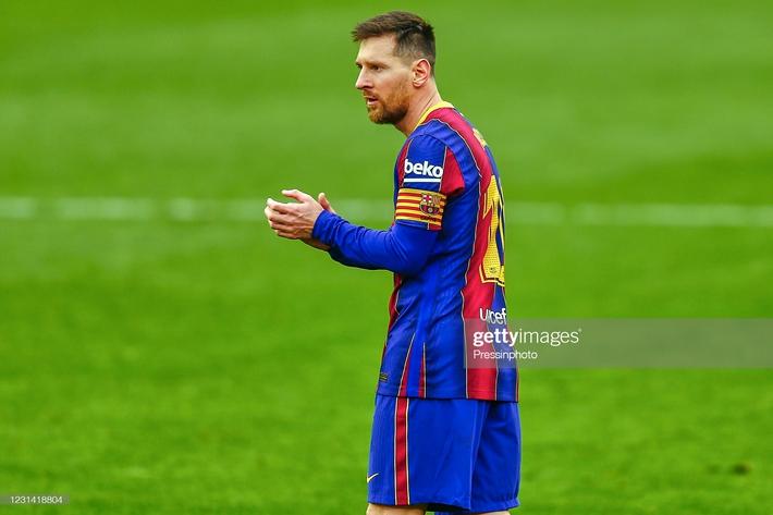 Messi gánh đội, thắp sáng hi vọng của Barca; Ronaldo chán nản nhìn chiếc cúp dần xa tầm tay - Ảnh 3.