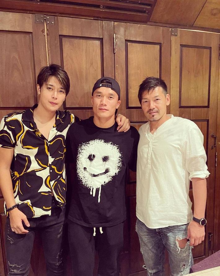 Bùi Tiến Dũng đi ăn với trai đẹp của Sài Gòn FC khiến đồng đội hoảng hốt - Ảnh 1.