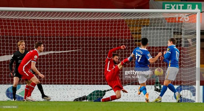 Thua sốc trên sân nhà, Liverpool tự đóng cửa tranh ngôi vương với thành Manchester - Ảnh 2.