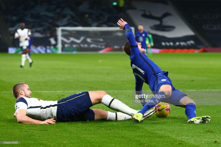 Bại dưới tay Chelsea, Mourinho đau đớn nhận thành tích tệ nhất trong sự nghiệp cầm quân - Ảnh 2.