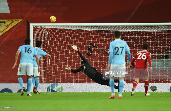 Thủ môn 2 lần tặng bàn thắng cho đối thủ, Liverpool thua tan nát trước Pep Guardiola - Ảnh 3.