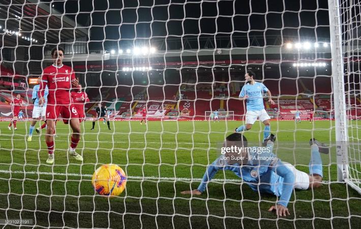 Thủ môn 2 lần tặng bàn thắng cho đối thủ, Liverpool thua tan nát trước Pep Guardiola - Ảnh 8.