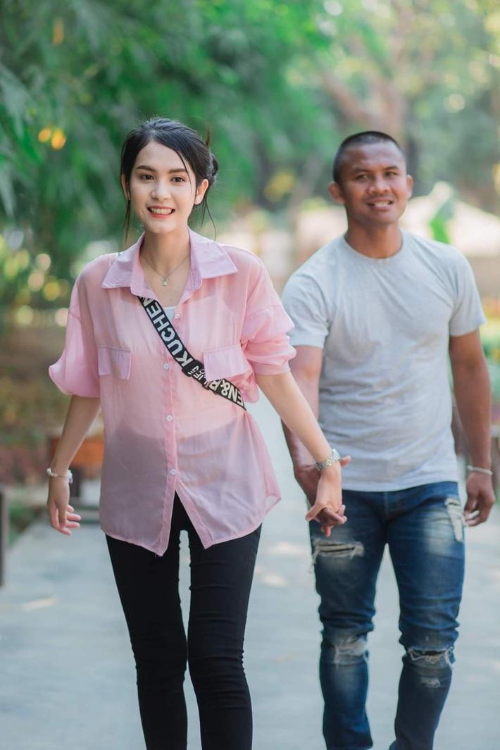 """Cô gái bí ẩn xinh như hoa hậu """"đánh cắp trái tim"""" của Thánh Muay Thái là ai? - Ảnh 7."""
