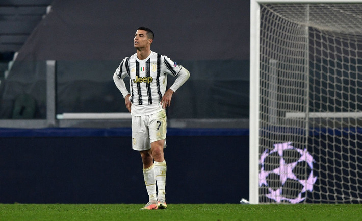 Ronaldo bị chỉ trích vì sợ bóng khiến Juve cay đắng rời Champions League - Ảnh 1.