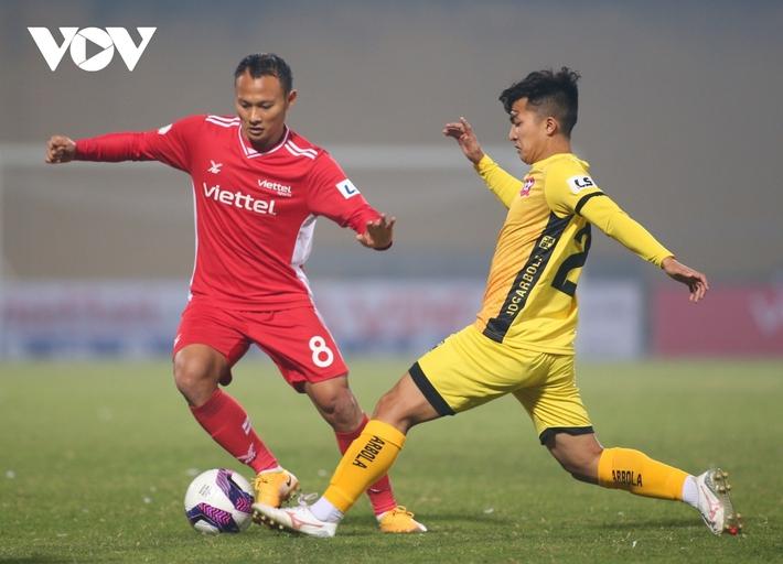 V-League trở lại: Hà Nội FC và HAGL rủ nhau giải mã ngựa ô? - Ảnh 1.