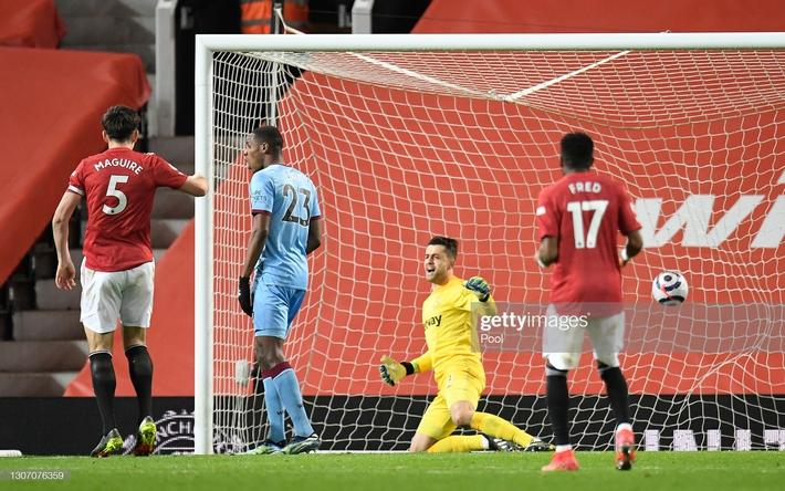 Man United được cường địch tặng cho 3 điểm; Mourinho nhận trái đắng từ cậu học trò nghệ sĩ - Ảnh 2.