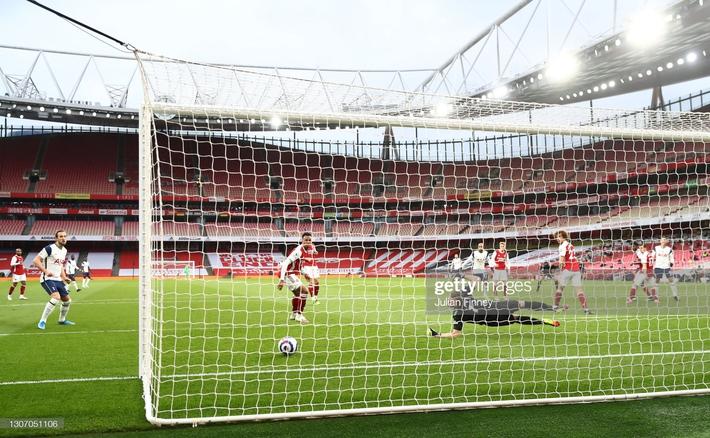 Man United được cường địch tặng cho 3 điểm; Mourinho nhận trái đắng từ cậu học trò nghệ sĩ - Ảnh 5.