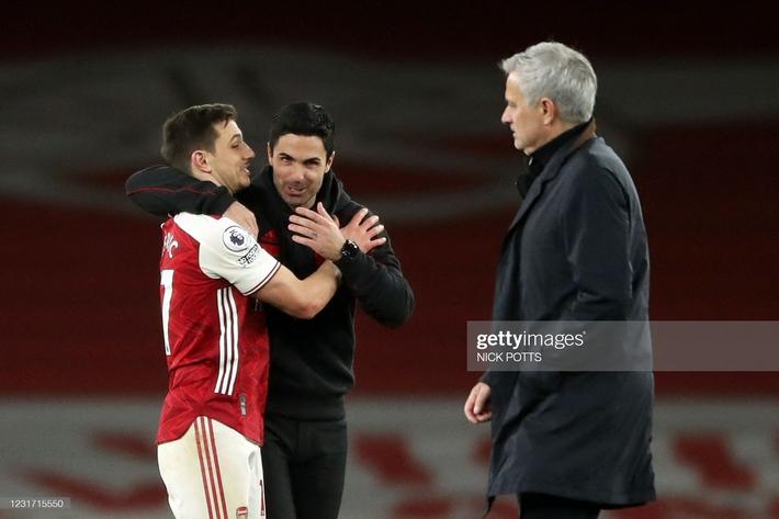 Man United được cường địch tặng cho 3 điểm; Mourinho nhận trái đắng từ cậu học trò nghệ sĩ - Ảnh 9.