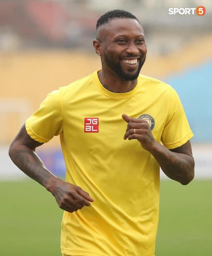 Hoàng Vũ Samson khẳng định Hà Nội FC chưa mạnh nhất, tiện đường cà khịa luôn Hải Phòng - Ảnh 1.