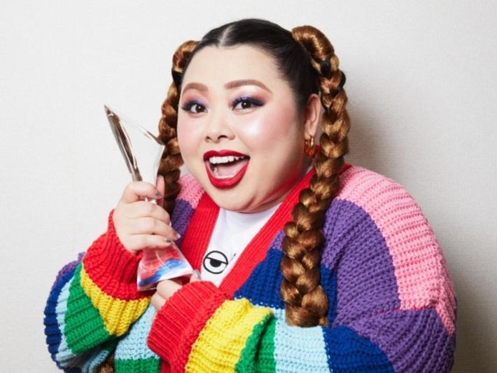 Giám đốc sáng tạo của Olympic Tokyo từ chức sau khi gọi nữ danh hài là chú lợn màu hồng - Ảnh 2.