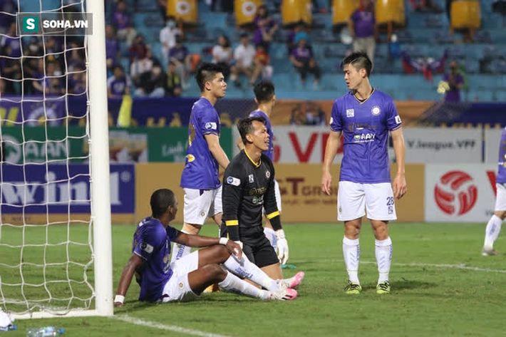 Được bắt chính ở V.League vì lý do hiếm có, thủ môn U22 Việt Nam liên tục mắc lỗi ngớ ngẩn - Ảnh 7.