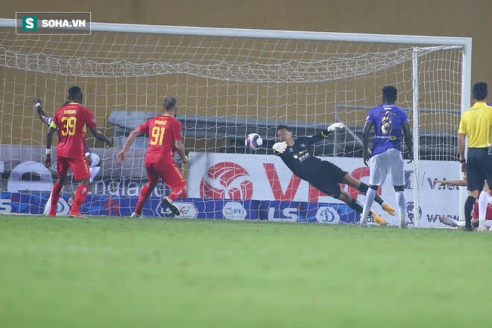 Được bắt chính ở V.League vì lý do hiếm có, thủ môn U22 Việt Nam liên tục mắc lỗi ngớ ngẩn - Ảnh 6.
