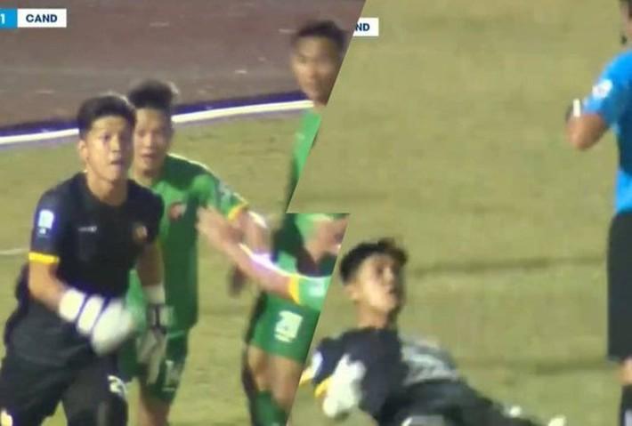 """Báo Argentina gọi sự việc thủ môn Việt Nam chọc tức trọng tài là """"điên rồ"""" - Ảnh 1."""