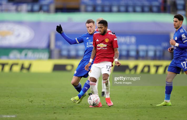 Dàn cận vệ thép thi nhau báo hại, mộng vô địch của Man United tan nát trước Leicester - Ảnh 1.