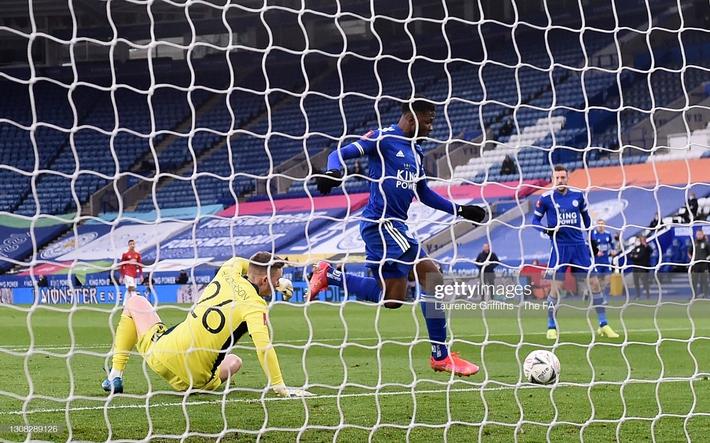 Dàn cận vệ thép thi nhau báo hại, mộng vô địch của Man United tan nát trước Leicester - Ảnh 2.