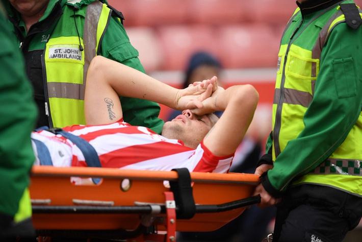 Khi tiếng xương gãy vang lên, niềm tin bóng đá tan vỡ - Ảnh 3.