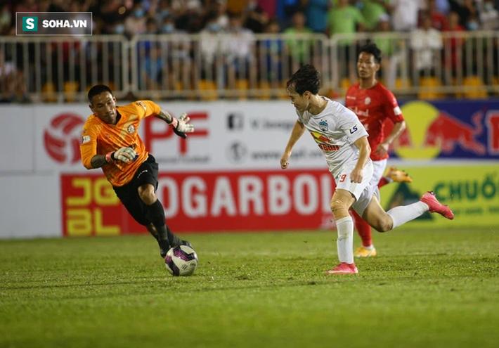 Che mờ Lee Nguyễn, Công Phượng-Văn Toàn đem về trận đại thắng, mở ra cơ hội vô địch cho HAGL - Ảnh 5.