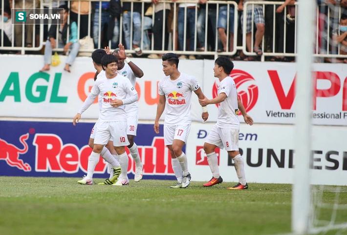 Che mờ Lee Nguyễn, Công Phượng-Văn Toàn đem về trận đại thắng, mở ra cơ hội vô địch cho HAGL - Ảnh 3.
