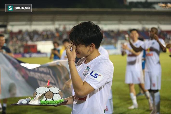 HLV Kiatisuk biểu cảm lạ khi chuẩn bị làm hại học trò cưng Minh Vương - Ảnh 2.