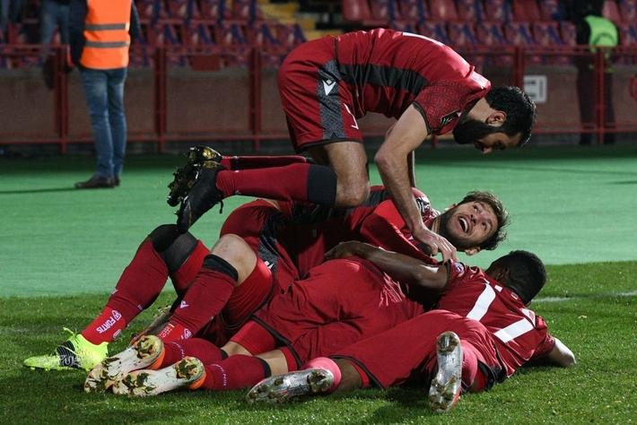 Tuyển Đức thắng dễ nhưng ngạc nhiên hơn cả là đội bóng chia sẻ ngôi đầu bảng với Die Mannschaft - Ảnh 11.