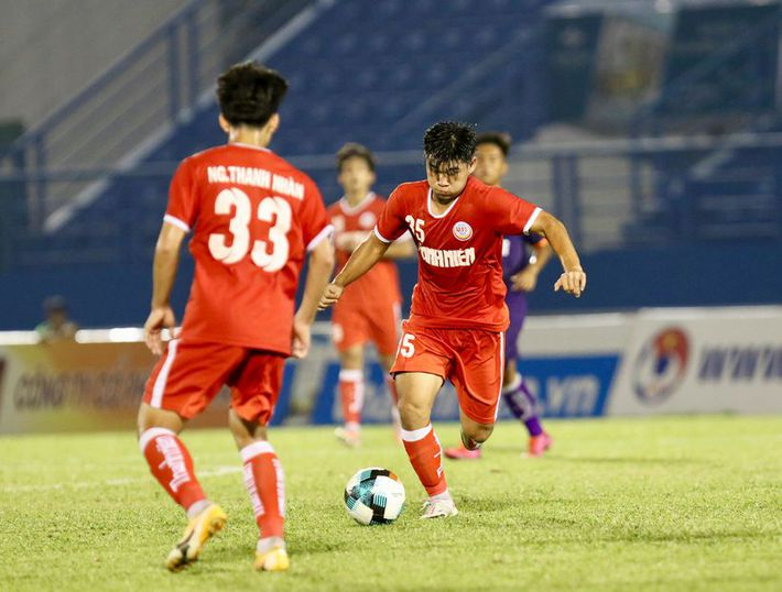 Cầu thủ U19 PVF ghi bàn khó tin từ phần sân nhà - Ảnh 3.