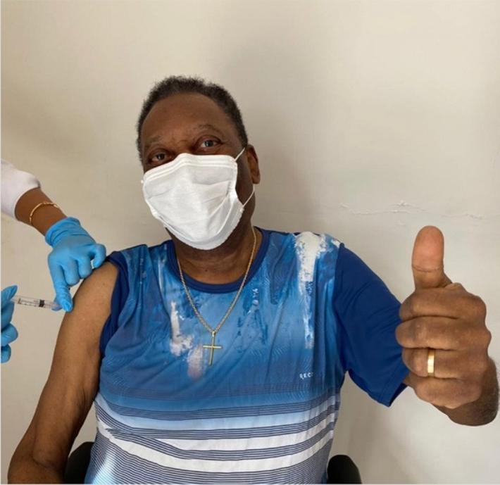 Huyền thoại bóng đá Pele được ưu tiên tiêm vaccine ngừa Covid-19 - Ảnh 1.