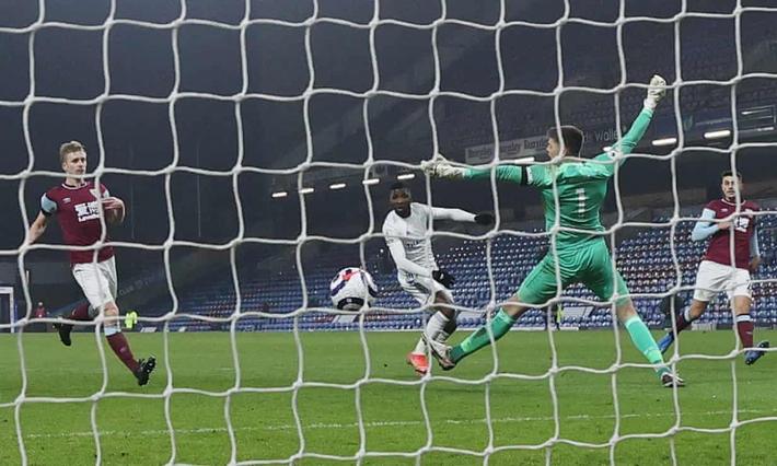 Đội bóng đua trụ hạng giúp MU giữ vững ngôi nhì Premier League - Ảnh 4.